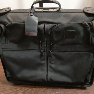 Tumi rolling luggage/suitcase